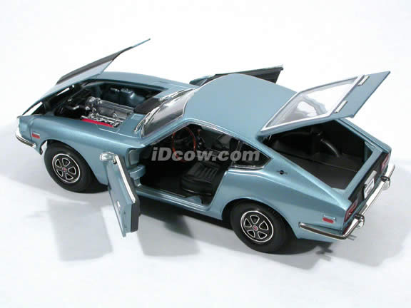 1970 Datsun 240Z diecast model car 1:18 scale die cast by Yat Ming - Light Blue Metallic