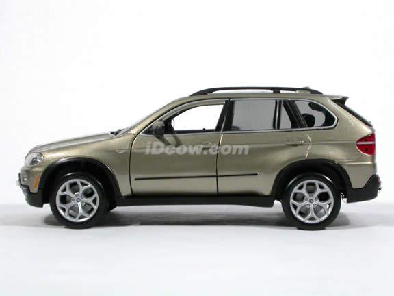2007 BMW X5 diecast model car 1:19 scale 4.8i by Bburago - Champaign