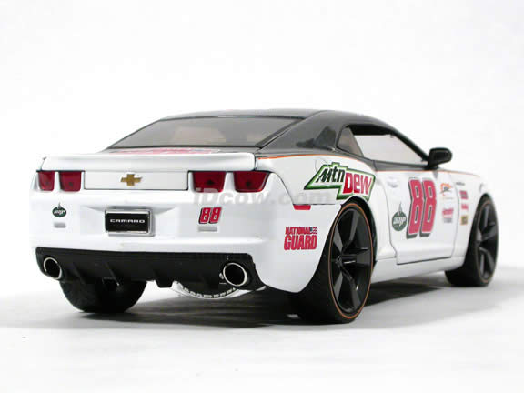 2010 Chevy Camaro SS Dale Earnhardt jr #88 diecast model car 1:18 scale die cast by Jada Toys