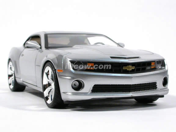 2010 Chevy Camaro SS diecast model car 1:18 scale die cast by Jada Toys - Silver