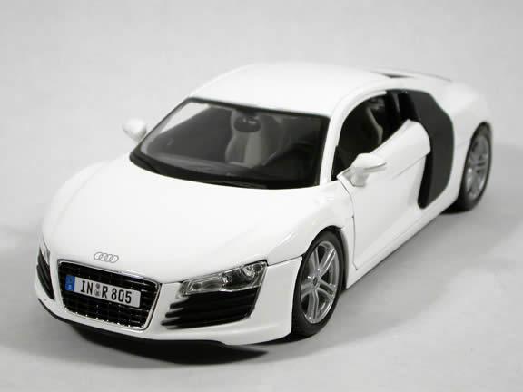 2008 Audi R8 diecast model car 1:18 scale die cast by Maisto - White