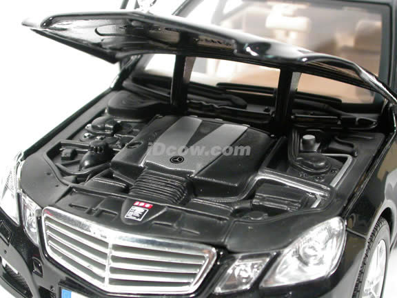 2010 Mercedes E Class diecast model car 1:18 scale die cast by Maisto - Black
