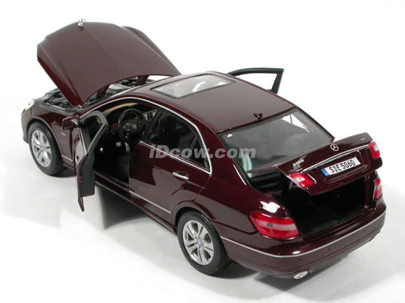2010 Mercedes E Class diecast model car 1:18 scale die cast by Maisto - Maroon