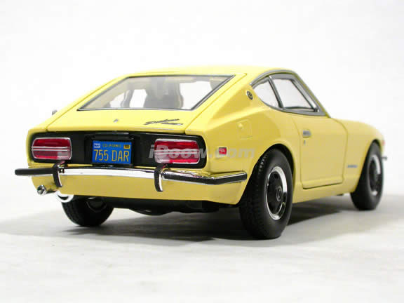 1971 Datsun 240Z diecast model car 1:18 scale die cast by Maisto - Yellow