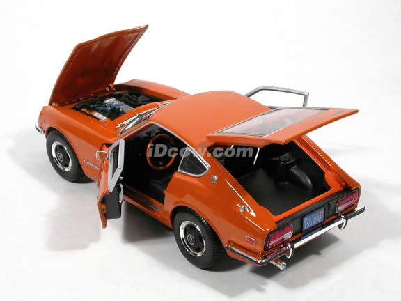 1971 Datsun 240Z diecast model car 1:18 scale die cast by Maisto - Orange