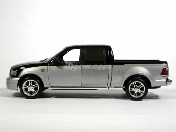 2003 Ford F150 Harley Davidson Super Crew Pickup Truck Model Cast 1 18