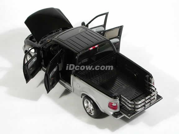 2003 Ford F150 Harley Davidson Super Crew Pickup Truck model diecast truck 1:18 die cast by Ertl