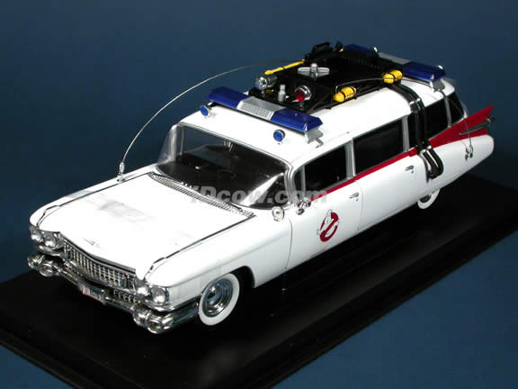 Ghostbusters ECTO 1 Ambulance diecast model car 1:21 scale die cast by Ertl