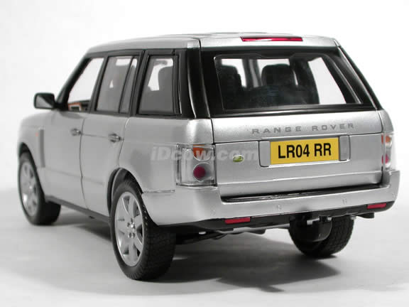 2003 Land Rover Range Rover diecast model car 1:18 scale die cast by Grandes Marques ERTL - Silver RHD