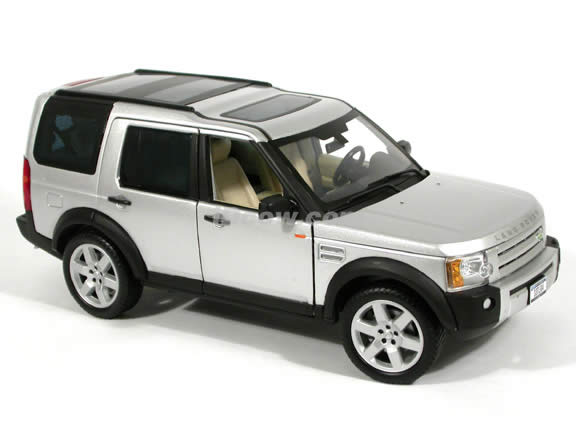 2005 Land Rover LR3 diecast model SUV 1:18 scale die cast by Ertl - Silver
