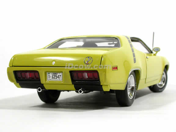 1971 Plymouth Road Runner diecast model car 1:18 scale die cast by Ertl - Lime Yellow 33985