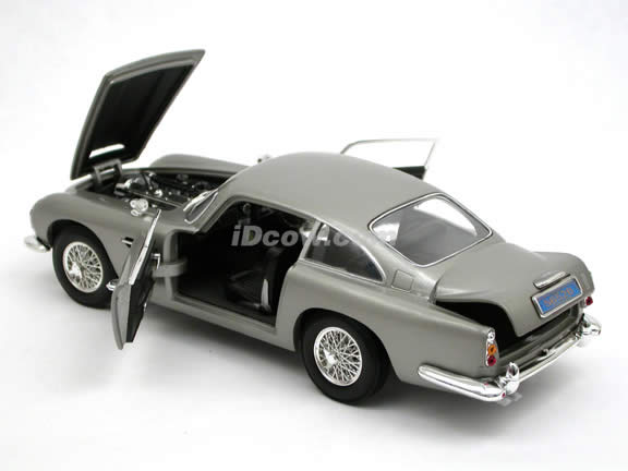 1965 Aston Martin DB5 diecast model car Casino Royale 1:18 scale die cast by Ertl - Silver 39413