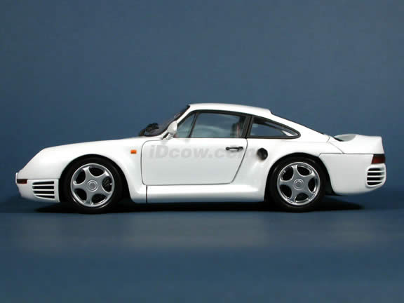 1985 Porsche 959 diecast model car 1:18 scale die cast by Motor Box Exoto - Pearl White