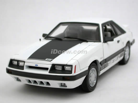 1985 Ford Mustang GT diecast model car 1:18 scale die cast by GMP - White 8070