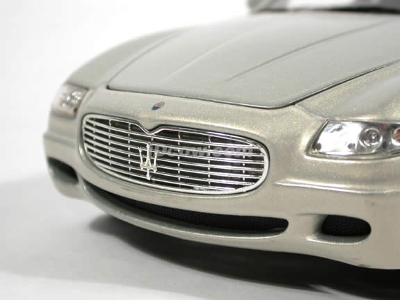 2004 Maserati Quattroporte diecast model car 1:18 scale die cast by Hot Wheels - Champagne Silver