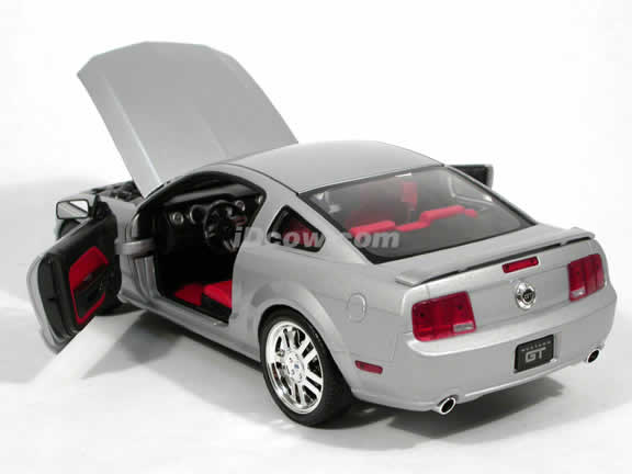 2005 Ford Mustang GT diecast model car 1:18 scale diecast by Hot Wheels - Silver