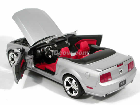 2005 Ford Mustang GT Convertible diecast model car 1:18 scale diecast by Hot Wheels - Silver