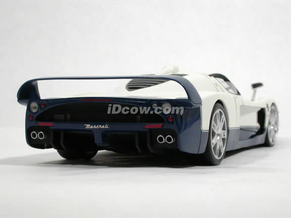 2005 Maserati MC12 diecast model car 1:18 scale die cast by Hot Wheels Elite - White L2986