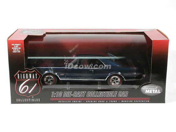 1967 Oldsmobile 442 diecast model car 1:18 scale die cast by Highway 61 - Blue