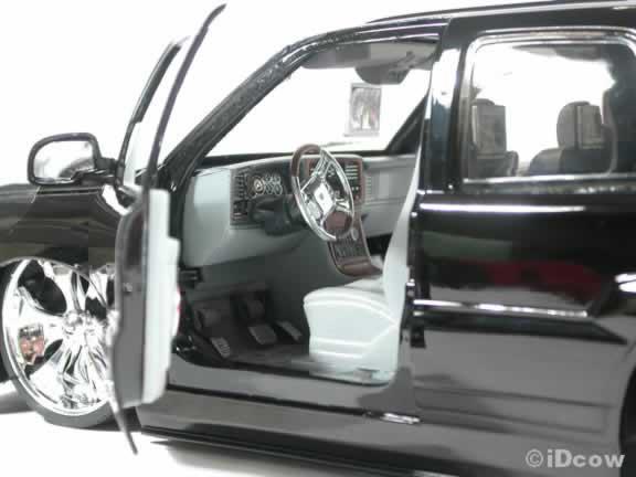 2002 Cadillac Escalade SUV Diecast model car with Spintek Stunners  1:18 scale from Dub City Jada Toys - Black
