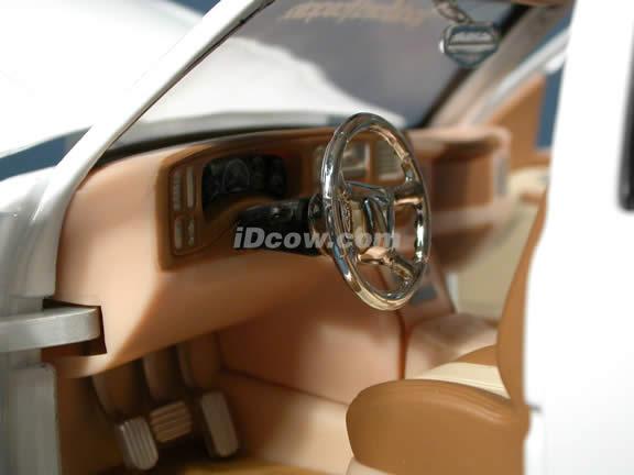 2003 GMC Yukon Denali diecast model car 1:18 scale from Dub City Jada Toys - White
