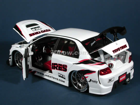 2004 Mitsubishi Lancer Evolution VIII diecast model car 1:18 scale die cast from Import Racer Jada Toys - White