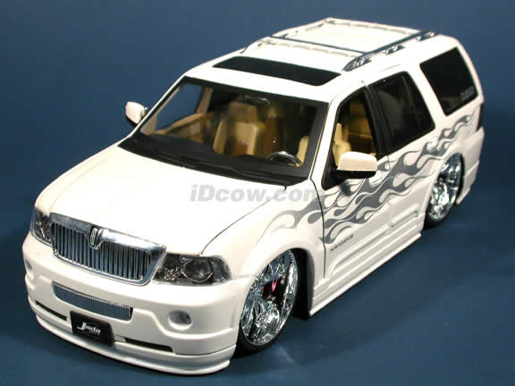 2003 Lincoln Navigator diecast model SUV with Spintek