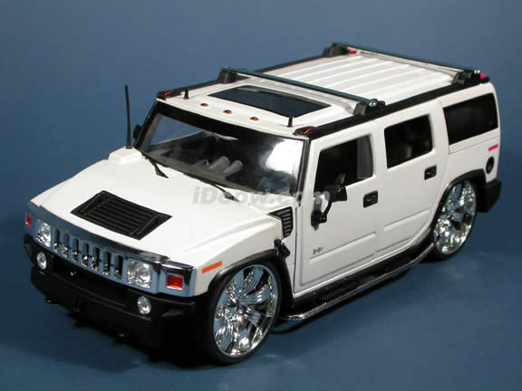 2004 Hummer H2 diecast model SUV with Spintek EVO-H Wheels 1:18 scale die cast from Dub City Jada Toys - Pearl White
