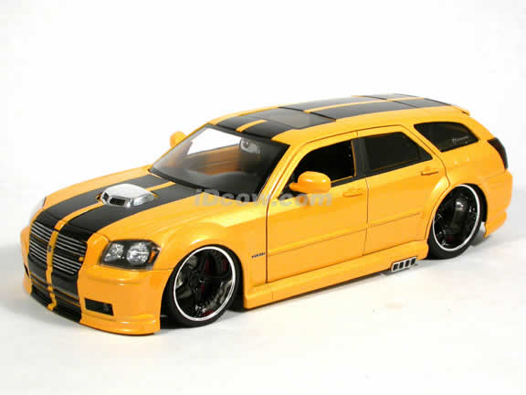 2006 Dodge Magnum R/T diecast model car 1:18 scale die cast by Jada Toys Dub City - Limited Edition Metallic Yellow 90562