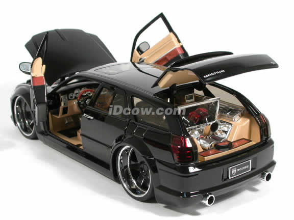 2006 Dodge Magnum R/T diecast model car 1:18 scale die cast by Jada Toys Dub City - Black 90292