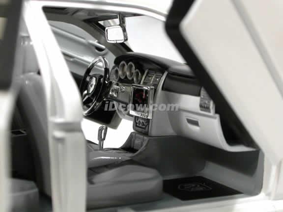 2006 Dodge Magnum R/T diecast model car 1:18 scale die cast by Jada Toys Dub City - Pearl White 90292