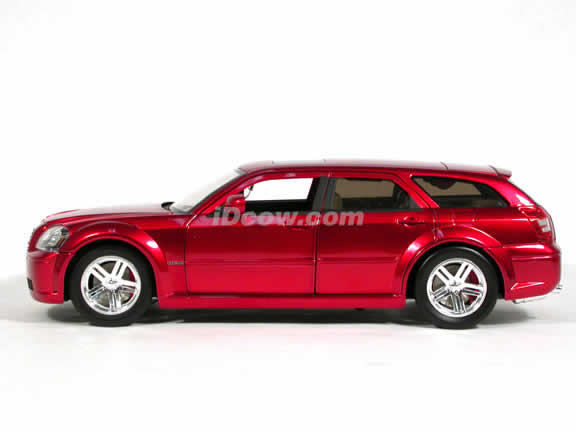 2006 Dodge Magnum R/T diecast model car 1:18 scale die cast by Jada Toys Showroom Floor - Metallic Red Stock 90605