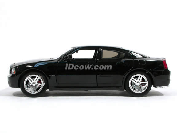 2006 Dodge Charger R/T diecast model car 1:18 scale die cast by Jada Toys Showroom Floor - Black 90725