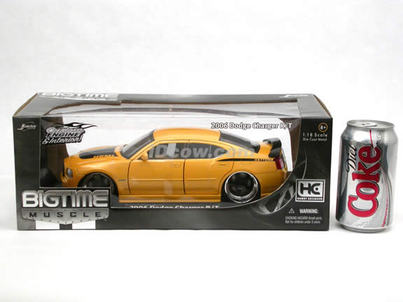 2006 Dodge Charger R/T diecast model car 1:18 scale die cast by Jada Toys Bigtime Muscle - Metallic Yellow