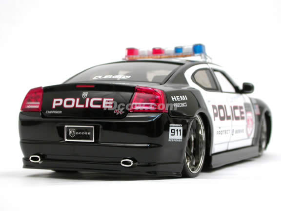 2006 Dodge Charger R/T Police Car diecast model car 1:18 scale die cast by Jada Toys DUB CITY HEAT - 91200