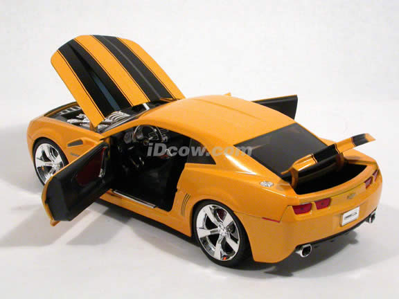 2006 Chevy Camaro Concept diecast model car 1:18 scale die cast by Jada Toys - Bumble Bee Yellow 91781