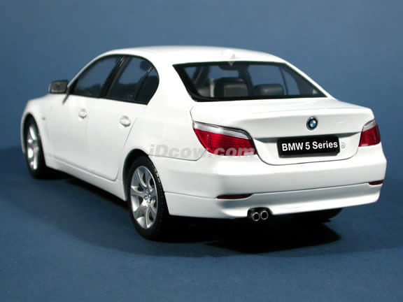 2004 BMW 545i diecast model car 1:18 scale die cast from Kyosho - White
