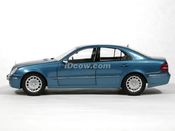 2004 Mercedes Benz E-Class Sedan diecast model car 1:18 scale die cast from Kyosho - Blue