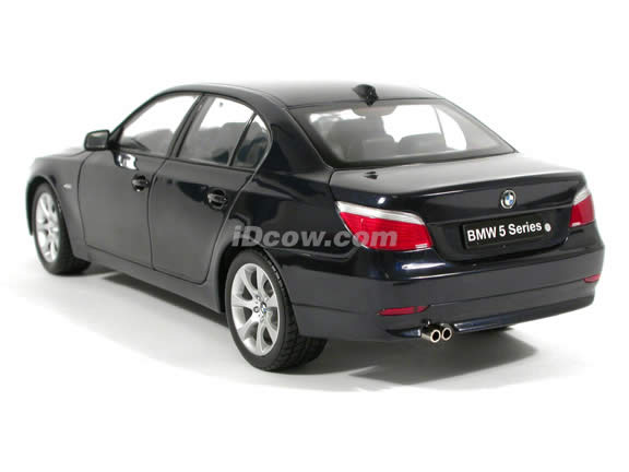 2004 BMW 545i diecast model car 1:18 scale die cast from Kyosho - Blue