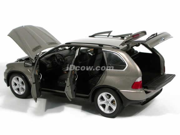 2005 BMW X5 diecast model car 1:18 scale die cast from Kyosho - Metallic Beige 08522kv