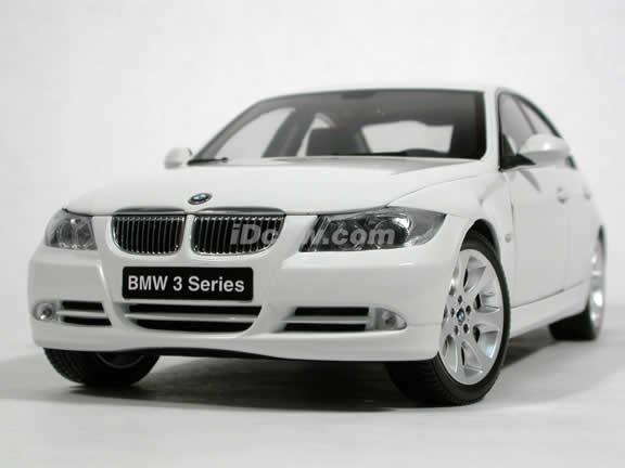 2005 BMW 330i diecast model car 1:18 scale die cast from Kyosho - White 08731w