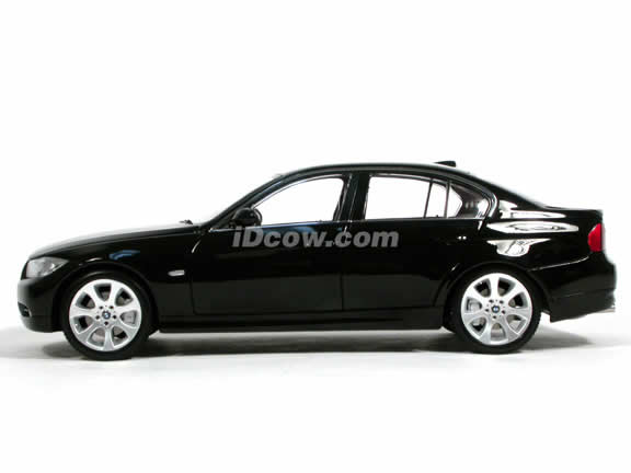 2005 BMW 330i diecast model car 1:18 scale die cast from Kyosho - Black 08731bk