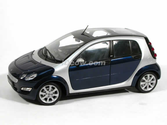 2006 Smart Forfour diecast model car 1:18 scale die cast from Kyosho - Blue 09106BL