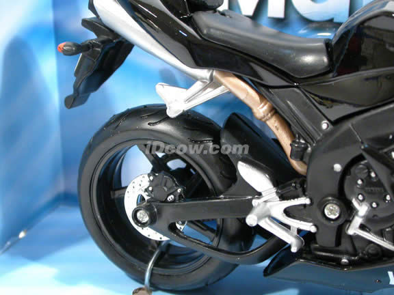 2004 Yamaha YZF R1 diecast motorcycle 1:12 scale die cast by Maisto - Black