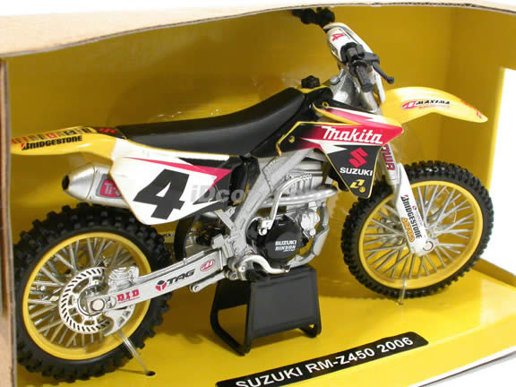 2006 Suzuki RM-Z450 Ricky Carmichael diecast motorcycle 1:12 scale die cast by NewRay