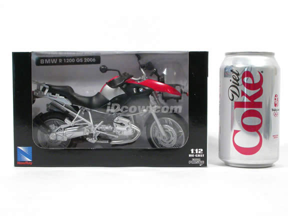 2006 BMW R1200 GS Diecast Motorcycle Model 1:12 scale die cast from NewRay - Silver Red