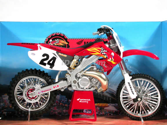 2004 Honda CR250R #24 diecast dirt bike motorcycle 1:12 scale die cast by NewRay