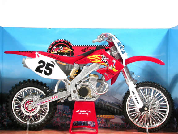 2004 Honda CRF450R #25 diecast dirt bike motorcycle 1:12 scale die cast by NewRay