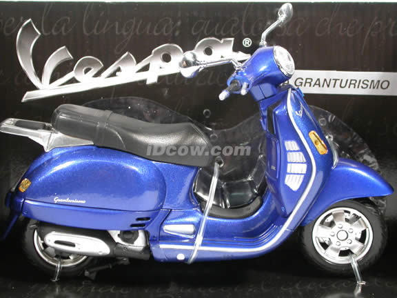 2004 Vespa Granturismo diecast scooter 1:12 scale die cast by NewRay - Blue