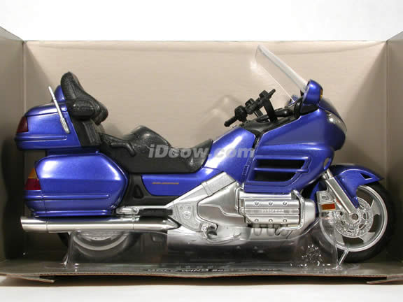 2001 Honda Gold Wing diecast motorcycle 1:12 scale die cast by NewRay - Metallic Blue
